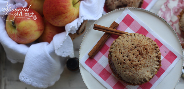Mini Cinnamon Apple Pies {paleo, gluten & dairy free}